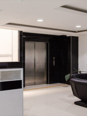 ascensor-discapacitados-puertas-automaticas-tym-1
