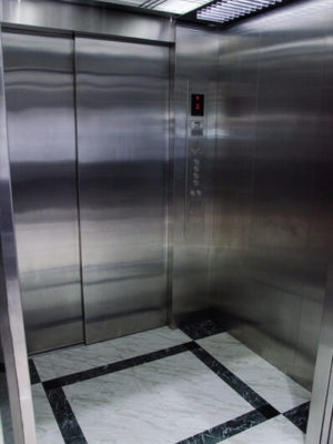 ascensor-discapacitados-puertas-automaticas-tym-5