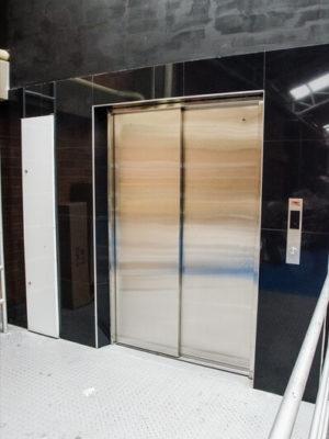 ascensor-discapacitados-puertas-automaticas-tym-7